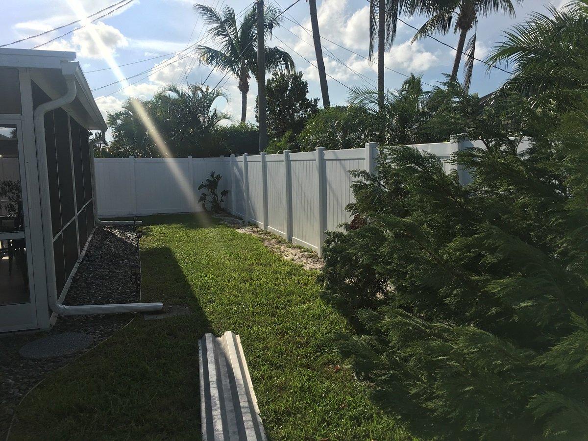 residential plastic vinyl fencing